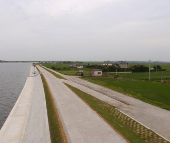 堤防災害復旧工事完成の様子1