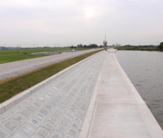 堤防災害復旧工事完成の様子2